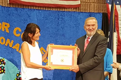 Receiving the Award from Dr. Metke's hands